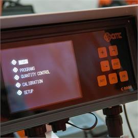 Machine automatique à fente linéaire avec mesure de la course de la pompe C9000