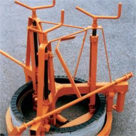 Axelramslyftare mekanisk för axlar med en diameter på ca 625 mm.